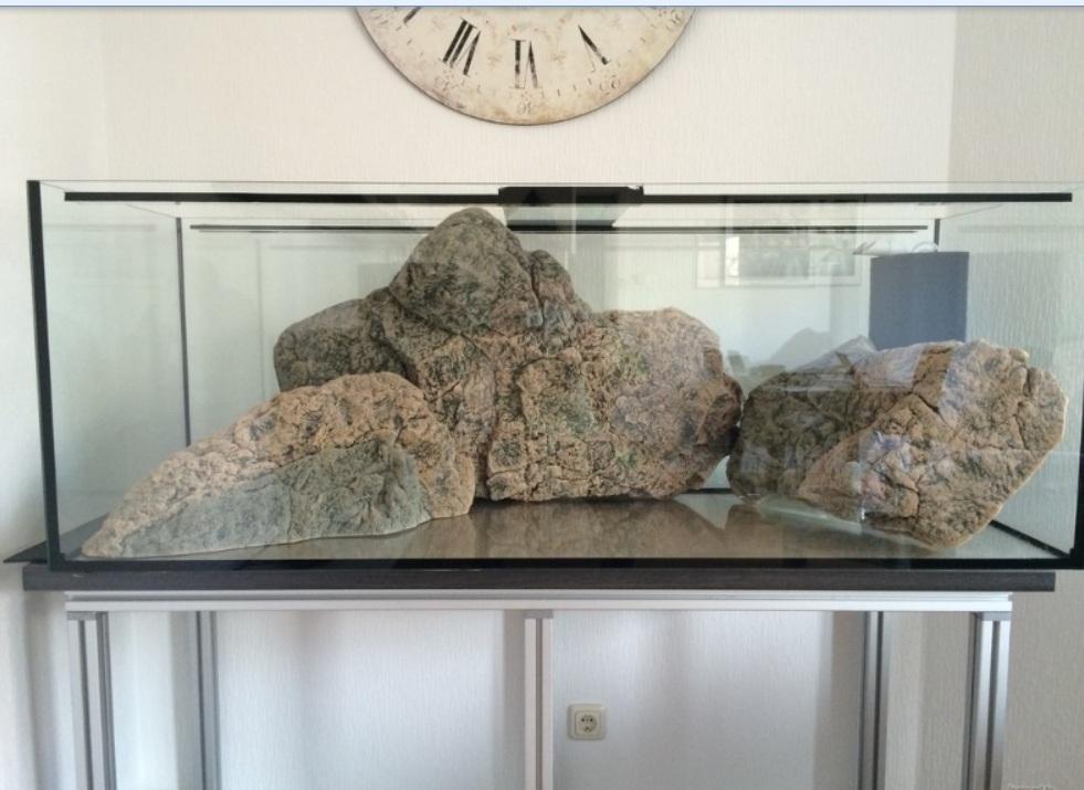 Kameny v akváriu
