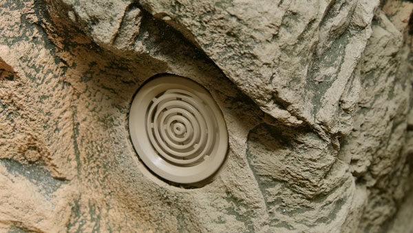 Rundgitter Basalt Gneiss auf ARSTONE Rückwand